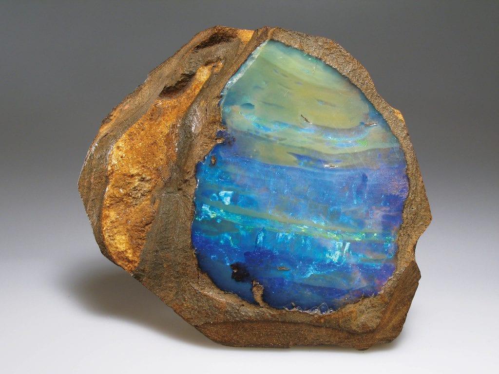 dragocennyi-kamen