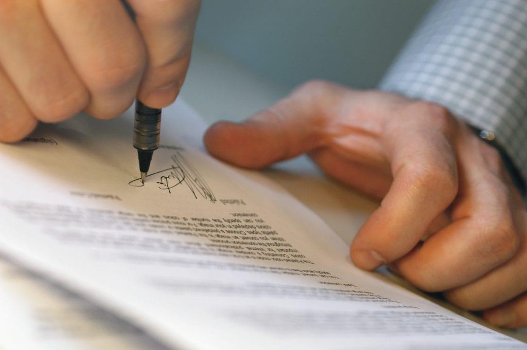 Изображение - Как купить акции частному лицу dogovor-podpisanie-1024x681